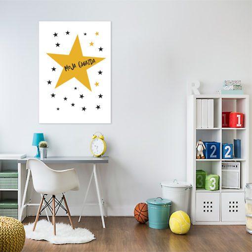 Plakat z napisem i gwiazdkami