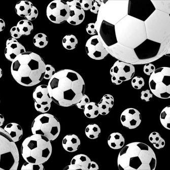 Czarno-białe latające piłki na fototapecie