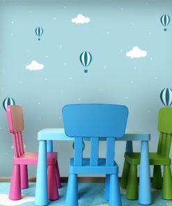 Dekoracja z balonikami na niebie do pokoju dziecka