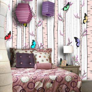 Bajkowa tapeta z motylkami w brzozowym lasku