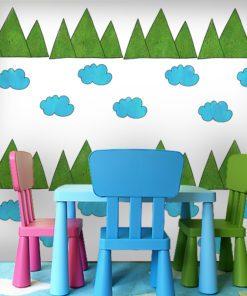 Góry i chmurki na fototapecie do pokoju dziecka