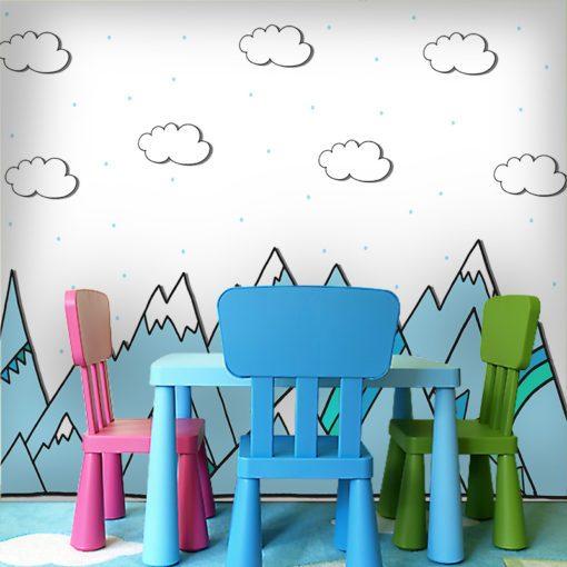 Ciekawa dekoracja z górami w niebieskim kolorze i chmurkami