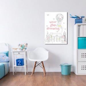 plakat z napisem - never stop dreaming