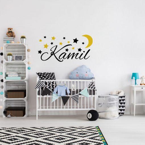 naklejka z imieniem dziecka na ścianę