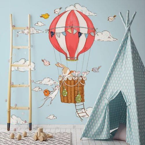 zwierzęta w balonie na niebie