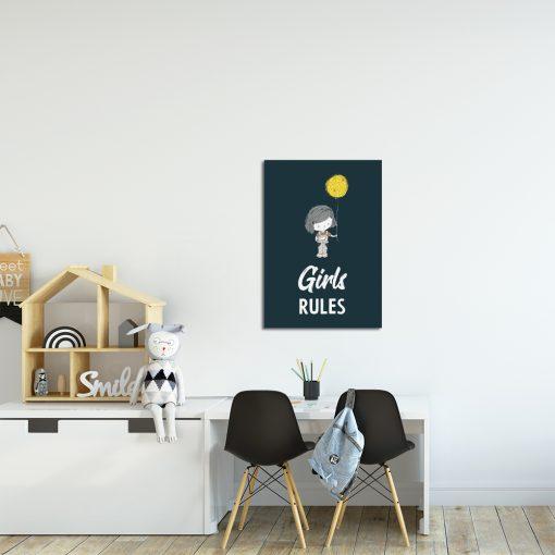 granatowy plakat z motywem dziewczynki