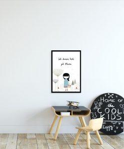 plakat z dziewczynką i napisem