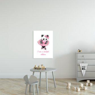plakat z pandą i napisem na ścianę