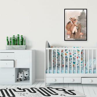 Plakat z wiewiórką na pniu do pokoju dziecka