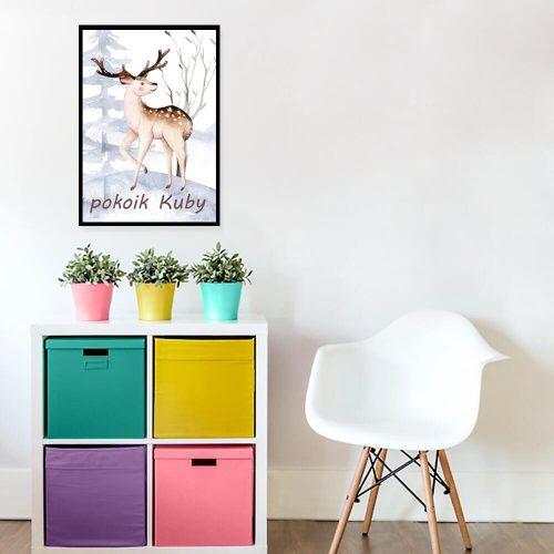 beżowy jeleń prezentujący poroże na plakacie dla dziecka