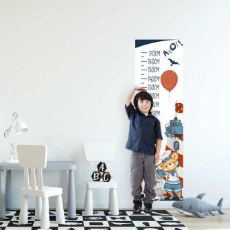 Niebieska miarka wzrostu z liskiem marynarzem do pokoju chłopv
