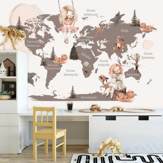 Brązowa tapeta ze zwierzątkami i mapą świata